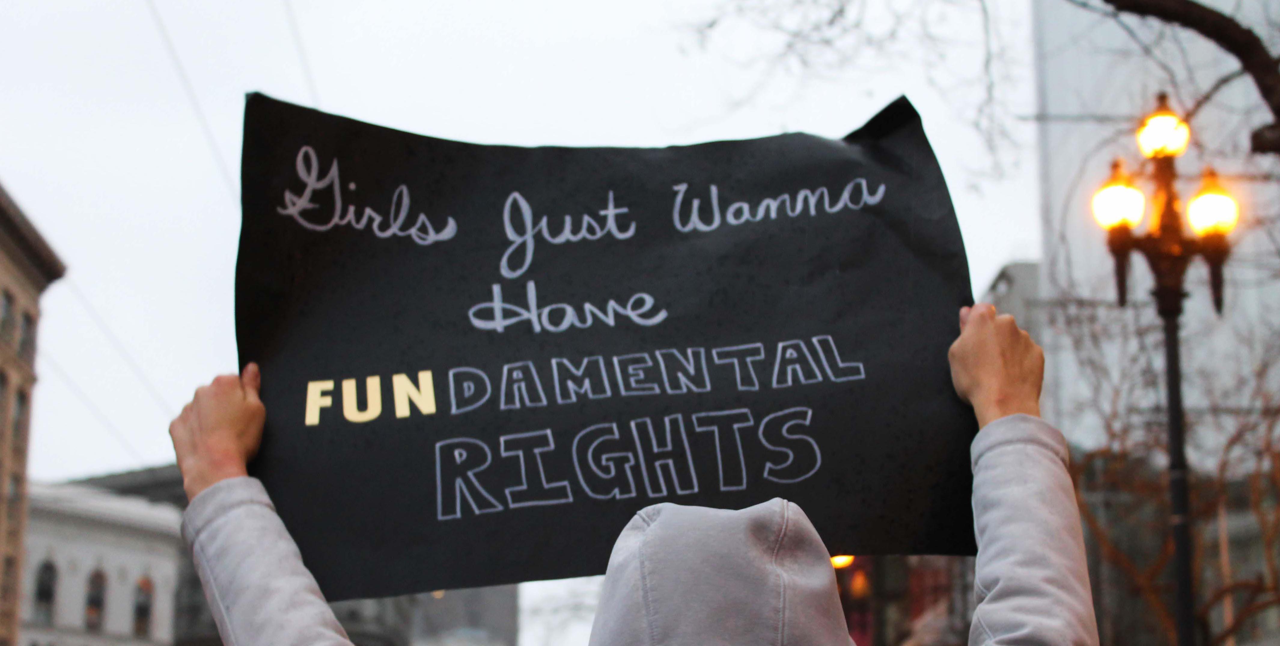 une affiche sur les droits des femmes